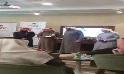 صالح إبراهيم العلياني يتسلم جائزة من يد وزير الصحة
